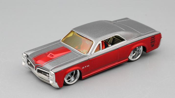 PONTIAC GTO, silver / red