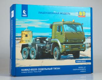 Сборная модель Камский грузовик 65225 седельный тягач