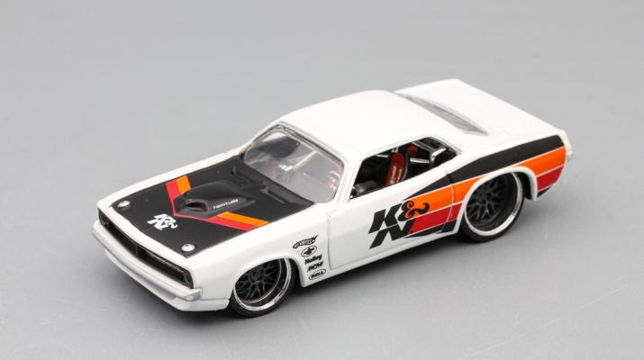 PLYMOUTH Barracuda 1970, white / black