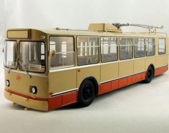 ЗИУ 9 троллейбус, кремовый
