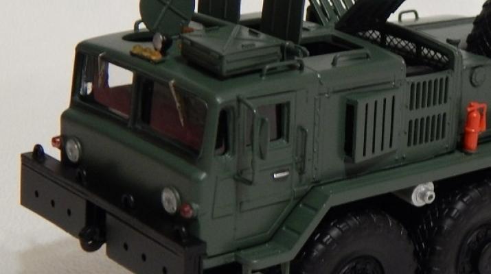 Сборная модель МАЗ-537 балластный тягач (с открывающимися элементами)