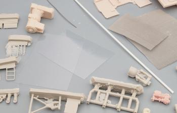 Сборная модель Аэродромный тягач на шасси КЗКТ-7428 Русич