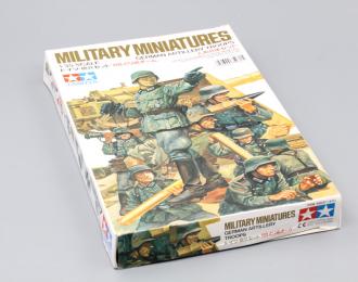 Сборная модель German Artillery Troops