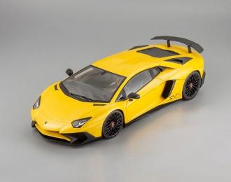 LAMBORGHINI Aventador SV, yellow