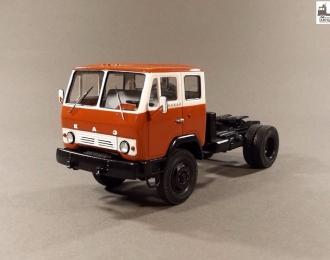 КАЗ-4430 седельный тягач 4х4 (1974-1977), бело-красный
