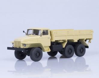 Уральский грузовик 375Н 6х6 бортовой (1974), бежевый
