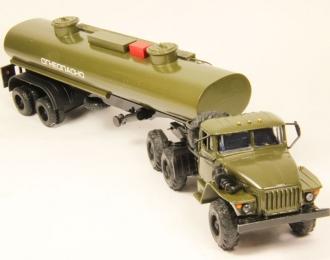 Уральский грузовик 44202 с п/п цистерной Огнеопасно, хаки