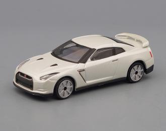 NISSAN GT-R, white