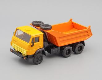 Камский грузовик 55111 с двумя запасками (горизонтальные ребра), оранжевый