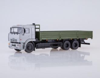 КАМАЗ-65117 бортовой, серый / зеленый