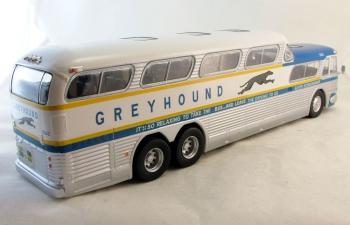 "GM PD-4501 ""Greyhound Scenicruiser"" USA (1956), light blue / white"