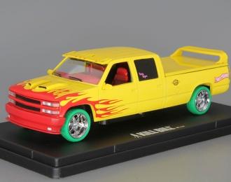 "CHEVROLET C-2500 Silverado Custom Crew Cab ""Pussy Wagon"" из к/ф ""Убить Билла"" (1997), yellow (зеленые колеса!)"