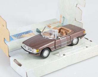 MERCEDES-BENZ 560SL Roadster, brown