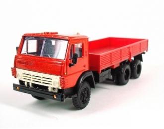 КАМАЗ 5320 без тента, красный