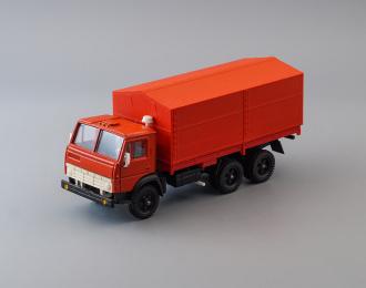 Камский грузовик 5320 бортовой с тентом, красный