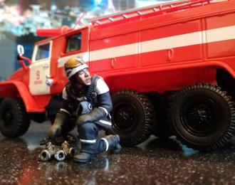 Фигурка Пожарный с разветвителем