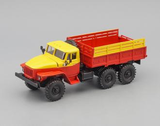 Уральский грузовик 4320, желтый / красный