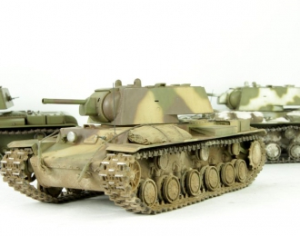 Танк КВ-1 (трехцветный камуфляж запыленный)