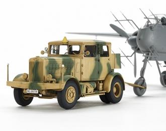 Сборная модель Немецкий тягач Heavy Tractor SS-100 с фигурой водителя.