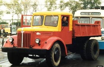 МАЗ 205 Мосгортранс самосвал, желтый с красным