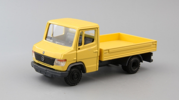 MERCEDES-BENZ Vario W670, yellow