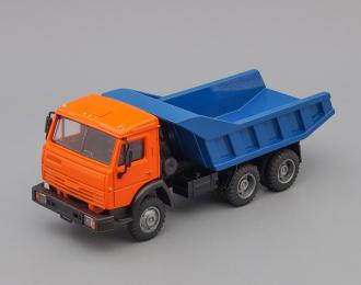 Камский грузовик 55111-005 самосвал (вертикальные ребра), оранжевый / синий