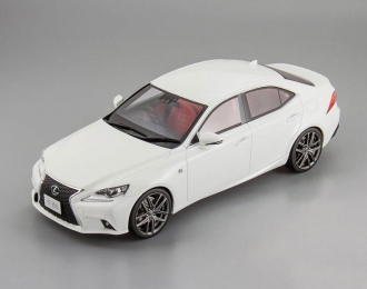 LEXUS IS F Sport, white