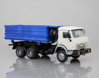 Камский грузовик 55102, сельхозвариант, серый / синий
