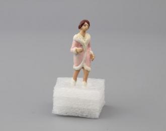 Фигурка Девушка (в розовой шубе)