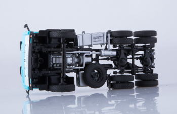 КАМАЗ-54112 седельный тягач, голубой
