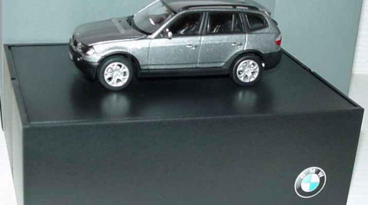 BMW X3 3.0i E83 (2004), highland green met.