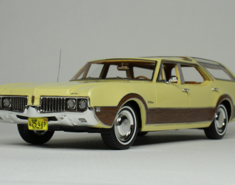 OLDSMOBILE Vista Cruiser 1969 Yellow