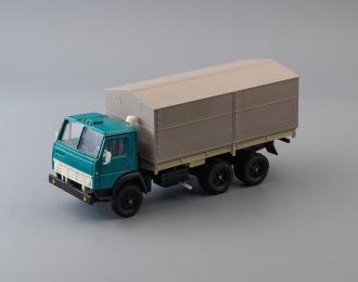 Камский грузовик 5320 бортовой с тентом, зеленый / серый