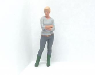 Фигура Девушка стоит (Вариант 24), окрашенная