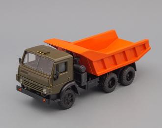 Камский грузовик 5511 самосвал (вертикальные ребра), хака/оранжевый