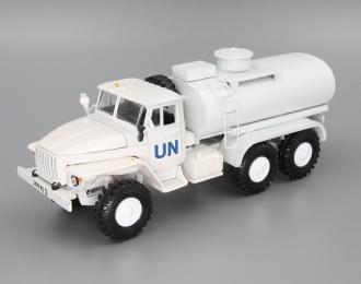 Уральский грузовик 4320 UN топливозаправщик, белый