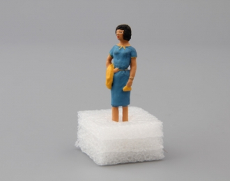 Фигурка Девушка (в голубом платье)