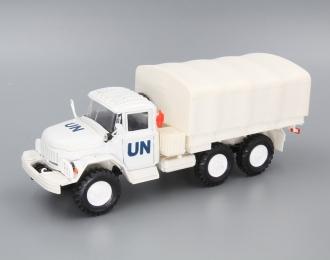 ЗИЛ 131 UN бортовой с тентом, белый