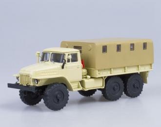 Уральский грузовик 375Д бортовой с тентом, бежевый