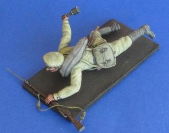 Русский солдат с гранатой РГ-14 (комбинированной). Первая Мировая Война.
