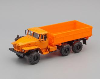 Уральский грузовик 5557 Сельхозвариант, оранжевый