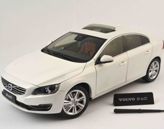 VOLVO S60 (2015), crystal white pearl