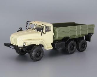 Уральский грузовик 43202, Грузовики СССР 29, бежевый / зеленый