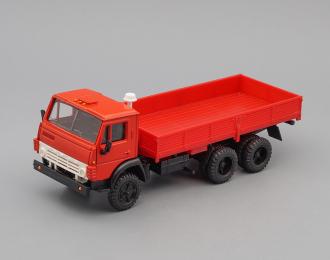 Камский грузовик 5320 бортовой без тента, красный