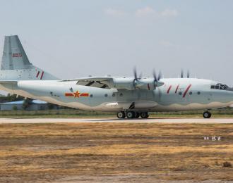 Сборная модель Китайский многоцелевой транспортный самолет Shaanxi Y-8 ( 1/144, Hobby Boss )