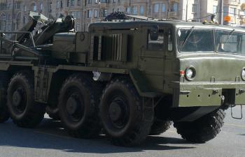 Сборная модель Колесный эвакуационный тягач тяжелый КЭТ-Т на базе МАЗ-537