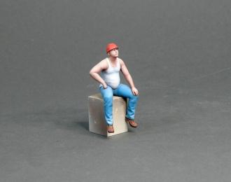 Фигура Мужчина в каске сидит (масштаб 1:24) Вариант 8, окрашенная