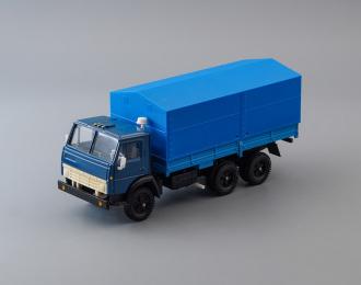 Камский грузовик 5320 бортовой с тентом, синий