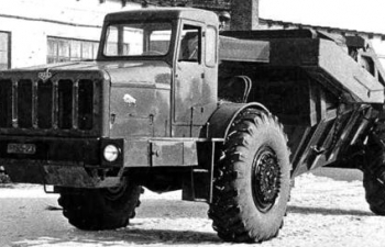 Сборная модель МАЗ-529В с землевозной тележкой Д-504 (1960)
