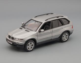 BMW X5 4.4i, silver